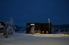 Hotel (-Kj.) Tags: busride crosscountry break vinstra peergynthotelspiseri snow winter twilight skumring hotel entrance
