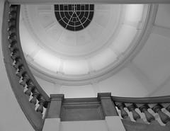 hinauf-upstairs (Anke knipst) Tags: hamburg germany museum mkg museumfürkunstundgewerbe treppenhaus treppe stairs bw sw schwarz weis black white