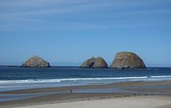 Three Arch Rocks (pris matic) Tags: threearchrocks tillamookcoast oregon threecapesscenicdrive oregoncoast redridinghood