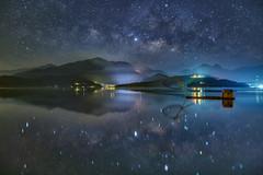日月潭~四手網船銀河星空倒影~ Milkyway above Sun moon lake (Shang-fu Dai) Tags: 台灣 taiwan 日月潭 南投 魚池 sonya7r2 sunmoonlake 育樂亭 四手網船 formosa nightscene starry 銀河 milkyway landscape 天空 galaxy 夜景 水 山 風景