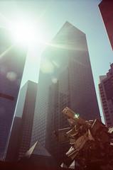 MOCA (hiphopmilk) Tags: copyright©jaredyehwooehmoehfilms konica offroad 現場監督 zoom 35mm 135film film analog analogue jaredyeh hiphopmilk kodak travel la losangeles us usa building sun sunlight sunshine glare halo lensflare sculpture city moca