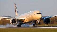 Etihad Boeing 787-10 (ianclarke82) Tags: 78710 787 boeing boeing787 dreamliner etihad etihadairways man manchesterairport airport auh aviationphotography airplane aviation airline airliners morning landing runway egcc
