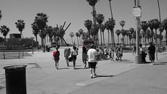 2015-04-01_13-36-44_ILCE-6000_DSC05018 (Miguel Discart (Photos Vrac)) Tags: 2015 33mm beach colourcutout cutout e1670mmf4zaoss focallength33mm focallengthin35mmformat33mm ilce6000 iso100 losangeles plage selectivecolor sony sonyilce6000 sonyilce6000e1670mmf4zaoss venicebeach partialcolorred pictureeffectpartialcolorred