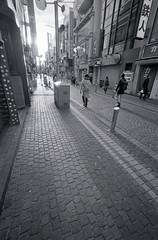 A scene taken on my daily commute 2019/01 No.13(taken by film camera). (HIDE@Verdad) Tags: leica leica1f voigtlander superwideheliar superwideheliar15mmf45 ilford xp2