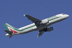 EI-DTH (b) 25/02/19 Heathrow (EGLL) (Lowflyer1948) Tags: eidth airbus a320216 250219 heathrow thegardensbedfont alitalia