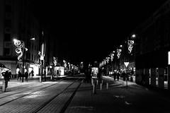 Vías del tranvía (Garimba Rekords) Tags: blancoynegro bn edificios vitoria gasteiz vitoriagasteiz eh euskadi euskalherria basque country pais vasco araba álava calle
