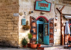 Terrone (Siuloon) Tags: architektura architettura architecture wall door marsaxlokk resteurant malta malte maltese sign building shop restaurant seafoodrestaurant terrone color canon tamron28300mm canoneos5dmarkii