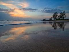 IMG_6205 ~ selepas syuruk (alongbc) Tags: sunrise reflection beach coast seascape shoreline cloud landscape pantailanjut lanjut kualarompin rompin pahang malaysia travel place trip canon eos700d canoneos700d canonlens 10mm18mm wideangle happyplanet asiafavorites