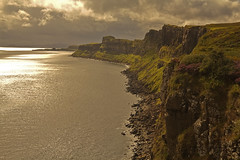 Sull'orlo del continente / The edge of the continent (Isle od Skye, Scotland, United Kingdom) (AndreaPucci) Tags: scotland uk isleofskye cliffs kilt rock andreapucci