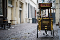 The old delivery tricycle (Guillaume DELEBARRE) Tags: street 5d4 sigma 105mm canon bokeh tricycle triporteur dorures art sigmaart 105f14art f14 dof prime