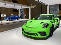 Porsche 911 (991.2) GT3 RS & original Porsche 911 (#RK) Tags: porsche 911 9912 gt3 rs original iphone basel baselworld2019 carspotting cars car carrera sportscar green blue rk rims messe expensive cool nice lifestyle germany switzerland suisse apple