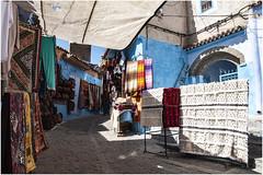 572- COLORIDO CALLEJERO - XAUEN - MARRUECOS - (--MARCO POLO--) Tags: ciudades calles exotismo marruecos curiosidades souvenirs comercios