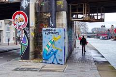57 Paris décembre 2018 - au bout du Bassin de La Villette (paspog) Tags: paris france dezember december décembre 2018 canal kanal bassindelavillette streetart fresque fresques mural murals tags graffitis
