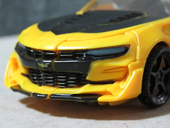 20190113073910 (imranbecks) Tags: hasbro transformers last knight 5 deluxe bumblebee autobot autobots robot robots 2019 chevrolet camaro car movie film ss michael bay bayverse toy toys class