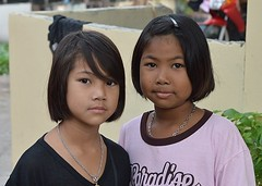 pretty, but serious young ladies (the foreign photographer - ฝรั่งถ่) Tags: two girls children preteen khlong lard phrao portraits bangkhen bangkok thailand nikon d3200
