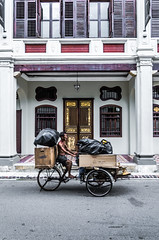 Richer (Cédric Nitseg) Tags: penang nikon malasia georgetown homme vélo city bike greelow malaisie voyage urban backpacker porte travel door movement human mouvement urbain d7000 ville travelling vieux