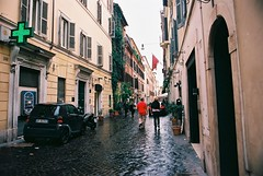 Roma (goodfella2459) Tags: nikonf4 afnikkor24mmf28dlens kodakektar100 35mm c41 film analog colour city streets buildings cars pedestrians roma italy rome manilovefilm