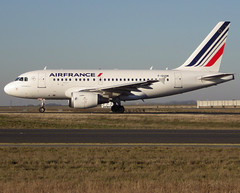 F-GUGM, Airbus A318-111, c/n 2750, Air France, CDG/LFPG 2019-02-15, taxiway Bravo-Loop. (alaindurandpatrick) Tags: cn2750 fgugm a318 a318100 airbus airbusa318 airbusa318100 nanobus airliners jetliners af afr airfrance airlines cdg lfpg parisroissycdg airports aviationphotography