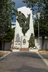 monument aux morts Mazargues (Bernard Ddd) Tags: warcemetery cimetièredemazargues kn557 15janvier1946 dakota marseille bouchesdurhône france fr