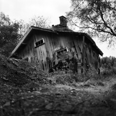 - Last breath - (Tom Findahl) Tags: architecture old house last breath fallen mamiya c330s rollei rpx 100