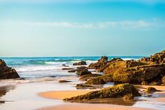 El mar... (<María>) Tags: mar óceano rrocas cielo sky nubes agua olas color miqueridaespaña