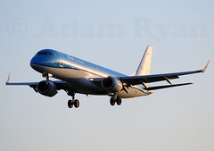 PH-EZS - KLM Cityhopper Embraer ERJ-190 (✈ Adam_Ryan ✈) Tags: dub eidw dublinairport 2019 dublinairport2019 canon 100400liiisusm 100400 avgeek airbus boeing aviation runway28 runway flight aircraft plane phezs klm cityhopper embraer erj190 sunrise sun golden light