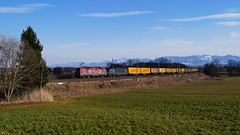 "193 555 ,,OFFROAD"" + 193 673 / TXL - Rann (lukasrothmann) Tags: bayern oberbayern zug lok lokomotive train rann 193 vectron offroad txl txlogistik klv nothegger trains berge kampenwand alpen alps"