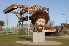 Luke Kelly - The Dubliners (eigjb) Tags: dublin ireland city luke kelly dubliners singer musician legend sculpture sheriff street thedubliners marble portrait statue vera klute royal canal unveiled guild docklands artist art banjo player music irish