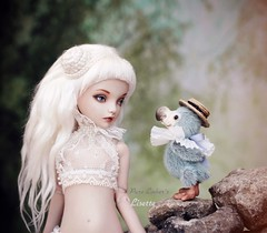 Dodo 🐦 (pure_embers) Tags: pure laura embers porcelain bjd doll dolls england uk girl olgakirillova scarlett pureembers lisette emberslisette photography photo ball joint portrait fine art white hair ovkstudiodolls cute fantasy scene magical world friends dodo bluemary toys