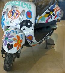 Frieden-Peace (Anke knipst) Tags: mallorca motorrad majorca motorcycle bike peace frieden flowerpower yin yang motorscooter motorroller bunt colorful blumen flowers herz heart liebe love paz scooter