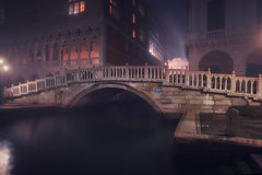 Venetian paths 132(Ponte della Paglia) (Maurizio Fecchio) Tags: venice venezia italy morning bridge city cityscape architecture water fog lights travel nopeople longexposure reflections atmosphere canal nikon d7100