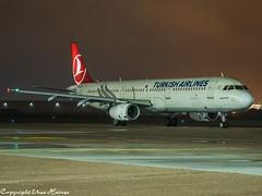 Turkish Airlines TC-JSC HAJ at Night (U. Heinze) Tags: aircraft airlines airways airplane planespotting plane haj hannoverlangenhagenairporthaj eddv olympus night flugzeug