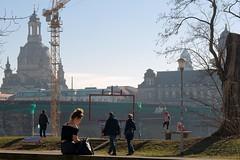 Ein erster Frühlingstag in Dresden (Veit Schagow) Tags: spring frühling frühjahr dresden sonnenschein augustusbrücke frühlingstag menschen königsufer canalettoblick