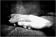 Mani (maybe..78) Tags: castle castello bacio amore nuvole pioggia mito pace legend leggenda blackandwhite king story storia d90 croce church light composizione composition compo reflex nikon mani hands hand mano riposo bianco e nero white black preghiera tomba sepolcro re scozia monochrome monocromo luce ombra scotland chiesa occhio silenzio