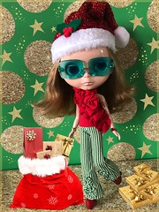 December Calendar Girl 2018  {Farrah Angel}     ...Santa's Little Helper Spreading Some Early Holiday Cheer! MERRY CHRISTMAS 🎄🎁 (AudreyLovesBklyn) Tags: blythetakaraeblstockdoll discoboogie farrahangel highlights blondehair blueeyes 1970's 1980's retro vintage iphonephotography toys hobby toycollection art decembercalendargirl2018 pantsblousebyrlkataja refurbishedbarbieshoesbynfnatelier santahat merry christmas xmas happyholidays gifts santa'sgiftbag