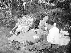 Picnic time (vintage ladies) Tags: vintage blackandwhite photograph photo lady ladies woman women 50s 50slady 50swoman 50sstyle 50sman tea picnic