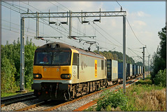 92003, 4H17 (Jason 87030) Tags: dyson class92 grey 92003 churchbrampton cottages lineside northampton loop northants northamptonshire 4h17 blue boxes containers frecht freight cargo ews sticker vinyl