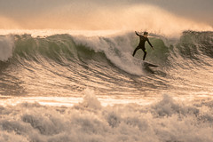 La ola (*Nenuco) Tags: playa pinedo spain surf🏄♀️ surfing nikon d5300 tamron 70300 green verde ola waves jesúsmr