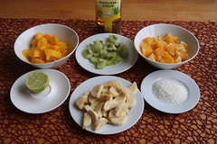 Mango, Kiwi, Orange, Limette, Banane, Kokosflocken und Agavensirup = Zutaten für meinen Tropischen Fruchtsalat (multipel_bleiben) Tags: essen obst salat frühstück vegetarisch vegan banane orange kokosnuss