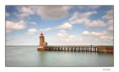Le phare de Fécamp (Rémi Marchand) Tags: fécamp estacade port phare poselongue seinemaritime hautenormandie france normandie canon7d paysdecaux côtedalbâtre lighthouse