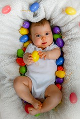 Oster-Shooting Emilia (A.K. 90) Tags: ostern osterei bunt colorful colors egg easter baby human people smile lächeln mensch portrait white weis sonyalpha6300 sigma30mm14 little girl happy love lovely cute putzig