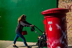 London 2019 (tuti_s11) Tags: redandgreen art mother postbox london fotografiaurbana fotografiacallejera fujifilmxseries fujitogs fujilove fujifilmx100f