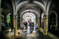 Entrada a la Plaza del cabildo Sevilla (ameliapardo) Tags: españa sevilla andalucia entrada arcos plazadelcabildo fujinon1855 fujixt2