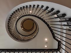 Escala (michael_hamburg69) Tags: barcelona spain spanien barcelone barcelonés barcelonesa barcellona espagne españa spagna xībānyá katalonien catalonia cataluña stairs treppe granviadelescortscatalanes609 massimodutti escalera escala escalinata
