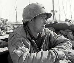 Médecin E. Armitage du Massachusetts aux États-Unis profite du soleil après des mois d'hiver à Anzio en Italie. 1944. #WW2 #WWII #2GM #secondeguerremondiale #secondeguerre #worldwartwo #armitage #Massachusetts #anzio #italie (secondeguerre.com3945) Tags: italie armitage worldwartwo secondeguerremondiale massachusetts secondeguerre anzio wwii ww2 2gm