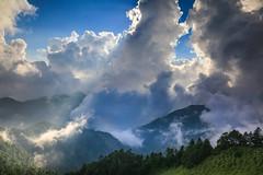 雲漫合歡(Clouds dance @ Mt. Hehuan)。 (Charlie 李) Tags: clouds mainpeak highestmountain 3000meter mthehuan 南投縣 仁愛鄉 主峰 高山 雲端 合歡山