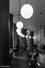 Interior da Casa Matilde, São Paulo (elcio.reis) Tags: pb iluminação blackwhite nikon bw sãopaulo luzes casamatilde brazil