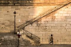 Paris (Yann OG) Tags: paris parisian parisien france french français streetphotography street photoderue rue réverbère lampadaire escalier stairs berge seine pentacon135mm m42 îlesaintlouis