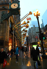 Macy's Chicago (Anthony Mark Images) Tags: macys departmentstore chicago festive goldhorns illinois usa reflections wetsidewalk peoplewalking rain evening newyearseve clock lampposts fog nikon d850 iconicstore