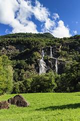 Cascata nel verde (Explore) (cesco.pb) Tags: valchiavenna acquafraggia valtellina lombardia lombardy cascata waterfalls italia italy canon canoneos60d tamronsp1750mmf28xrdiiivcld montagna mountains alps alpi